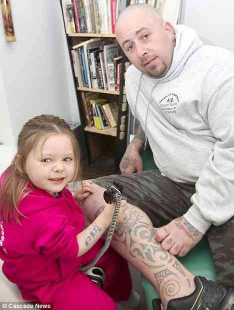 赤ちゃんに無理やり『タトゥー』を入れさせるDQN親が海外で話題に
