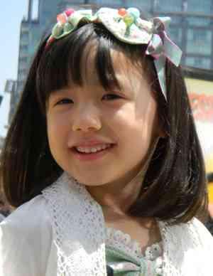 本田望結がBSフジの英語知育番組「モジーズ&YOU」でMCに初挑戦