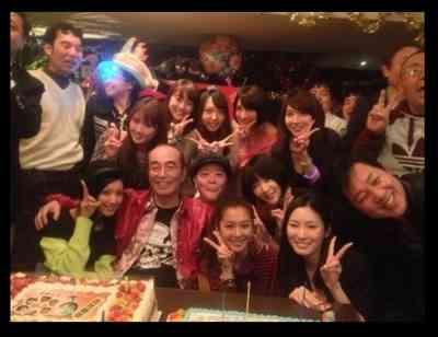 志村けんの誕生日会に優香、菜々緒、押切もえら豪華美女集結