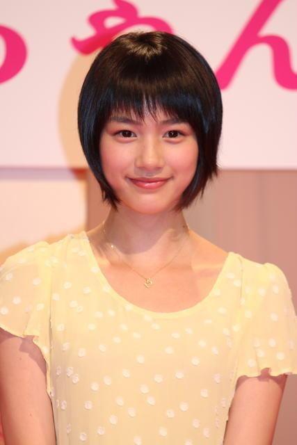 夏菜、NHK連続テレビ小説「純と愛」クランクアップに涙…脚本家・遊川和彦氏「本当に大変だったと思う。70%は俺のせい」