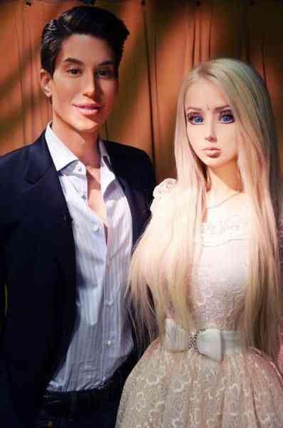 ウクライナの「リアルバービー人形」の家族も人形すぎてヤバイと話題に