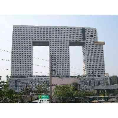 【完全一致】大阪にプレステ3っぽい建物があった