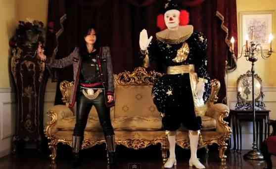 鬼束ちひろ、新曲「悪戯道化師(いたずらピエロ)」のミュージックビデオでコミカルな即興ダンスを披露