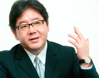 秋元康、AKB48運営の苦悩告白「万策尽き果てた」