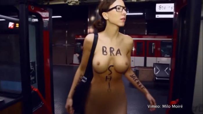 【ドイツ】全裸の美人モデルが電車で通勤!? 呆気にとられる乗客、チラ見する乗客…これは何?と困惑