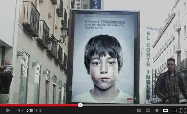 あなたには見えますか?子供の目にしか見えない児童虐待反対を訴える広告(動画)