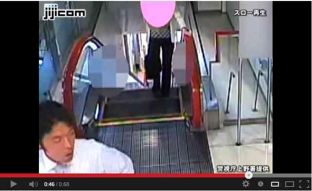 【動画】どこにでも潜むひったくり犯! エスカレーター上でのひったくりの瞬間映像が公開される