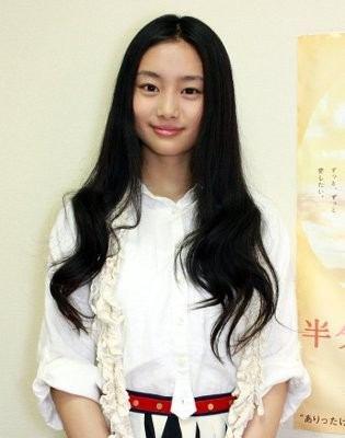 ファッションモデルの純名里沙さん