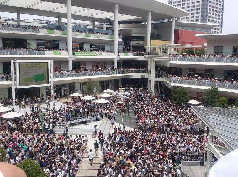 剛力彩芽、汗だくになりながら熱唱!剛力ファミリー約1万人からの声援やまず