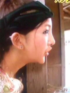 板野友美さんのアゴが整形の結果最終形態にwww