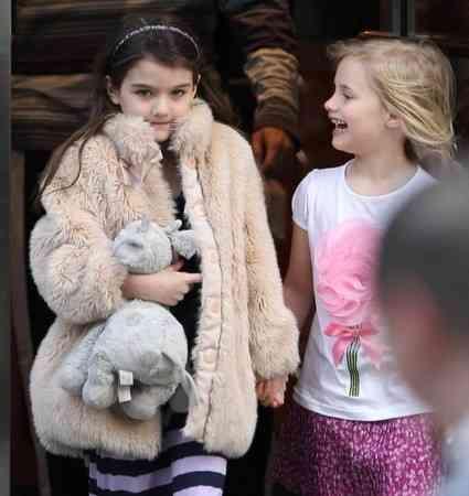 【悲報】トム・クルーズの娘スリちゃん(7歳)、「ビッチ」と罵倒される