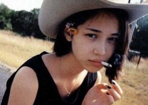 「水原希子 タバコ」の画像検索結果