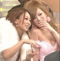 浜崎あゆみ「弟と写真撮ってもろたぁー」…「a-nation」の舞台裏で撮影したAAA・浦田直也との2ショット写真を公開