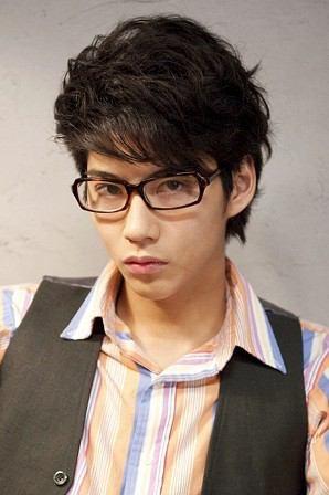 眼鏡の賀来賢人