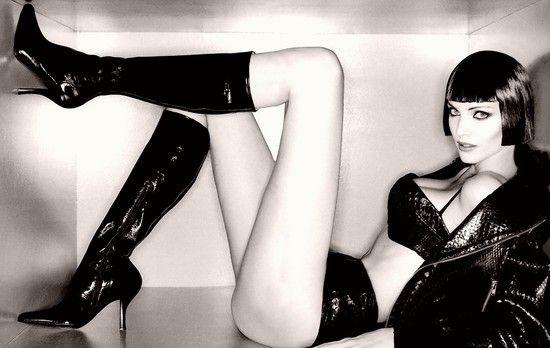 ロシアの脚長コンテストで優勝した17歳美女の脚(身長179cm・脚106cm)をご覧ください