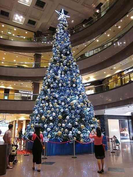 過疎化がヤバい「ピエリ守山」のクリスマスツリーをご覧ください