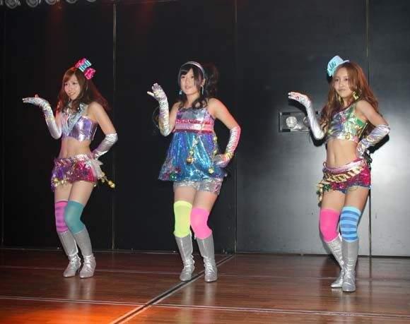 元AKB48板野友美、日テレ廊下でおぎやはぎの小木博明をシカトwww