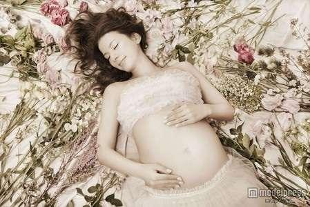 双子妊娠のインリン・オブ・ジョイトイが臨月のスゴイお腹を披露!