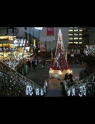岡山駅前のイルミネーションがダサすぎると話題にww