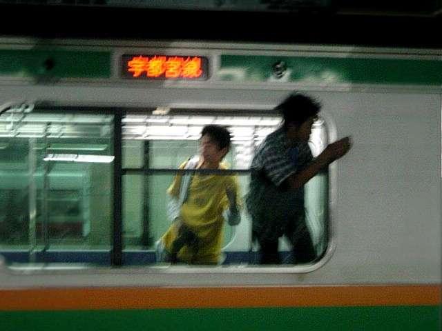 寝台列車を撮影する撮り鉄たちが駅で暴言連発「どけオラ!」「低脳野郎が!」最後は運転手にも文句を言う始末