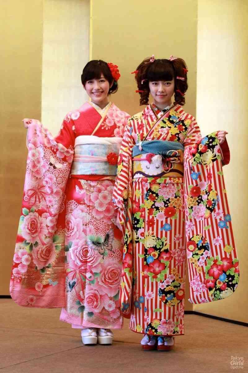 "AKB48島崎遥香、成人式で見せた""リボン付き縦ロール""に酷評の嵐…取材中にうたた寝も"