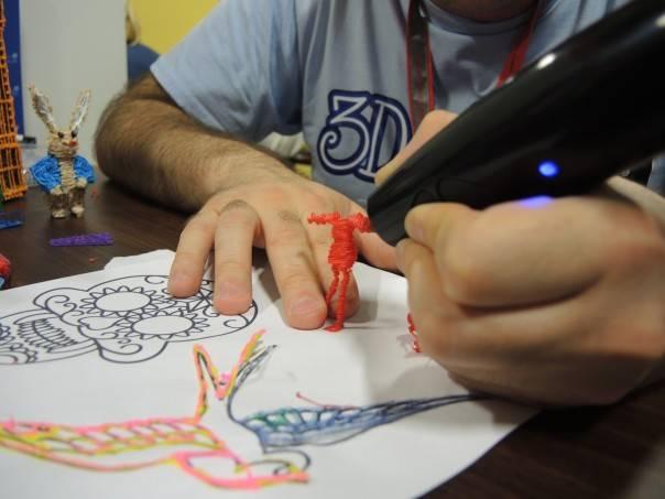 空中に絵を描ける3Dペン「3Doodler」日本で発売 Kickstarterで2億4000万円集めた注目アイテム