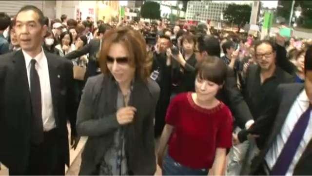 """GACKT、渋谷""""降臨""""で一時騒然 「きょうは雪がすごいな。。こんな日なら渋谷も人は少ないかな…」"""