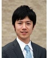 タイの総選挙取材の日本人アナウンサーが話題に…イケメンぶりがタイ女性を魅了!?