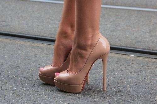 ヒールの高い靴って実際履きますか?