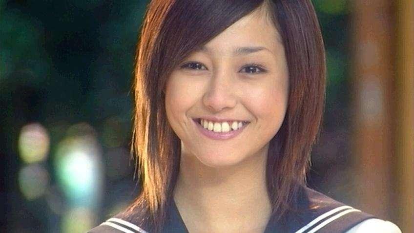 """沢尻エリカ、""""極上ボディ""""解禁!美バストを覗かせたセクシーショットを披露"""