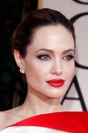『赤い口紅・黒髪・太眉・白肌』がセットで流行…景気回復のおかげか?
