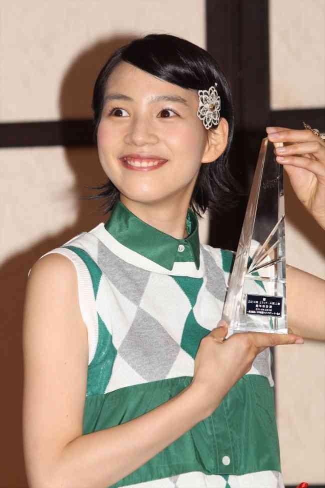 能年玲奈が小泉今日子から買ってもらったミシンで作った自作スカート公開