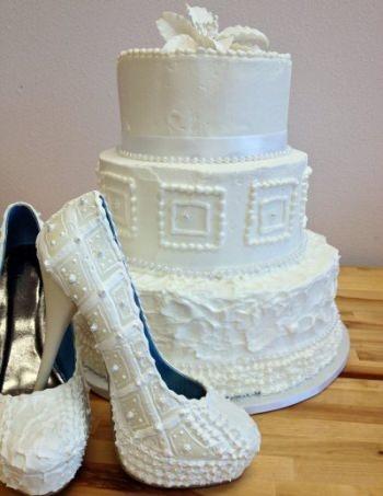 """本物と見まがうほどソックリな""""ケーキの靴""""!?ヒールからアイスがとろ~り…"""