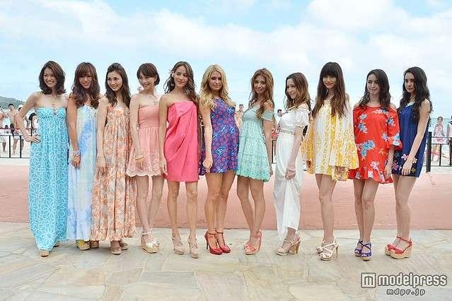 道端ジェシカ、吉川ひなの、蛯原友里ら11人がハワイで美の競演 華やかリゾートスタイルを披露