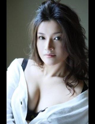 ファッションモデルの遊井亮子さん