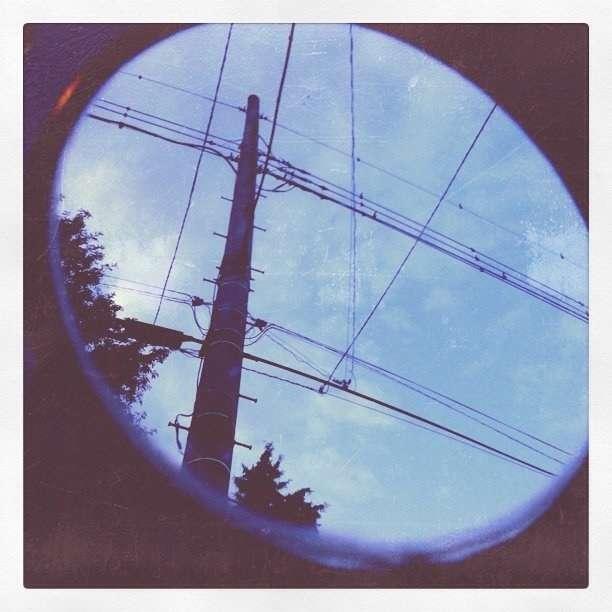 【どう思う?】『電柱はこんなに景観を台無しにしています』という風刺画像、むしろカッコいいとの意見も