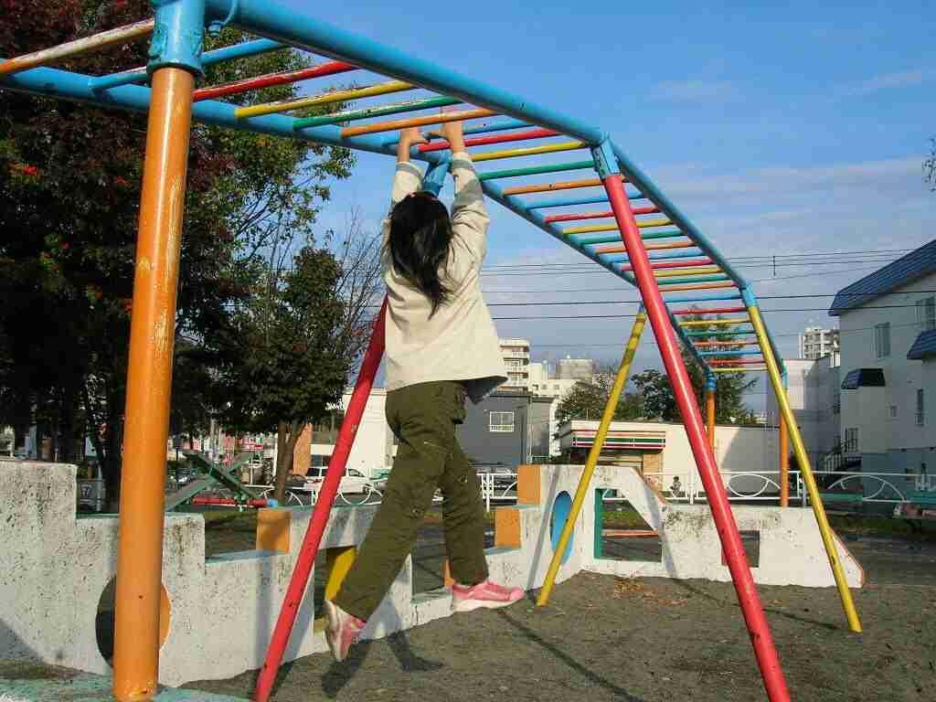 <遊具事故>首に巻き付いたひも 神戸の重体男児が死亡