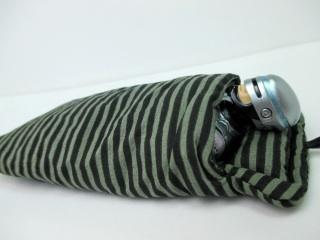 「それ、ぼくのお布団なんですけど…」 ハムスターに寝床を奪われたスマホたち