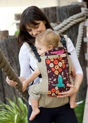 赤ちゃんが抱っこひもから落下 事故相次ぐ…着脱や前かがみ時に