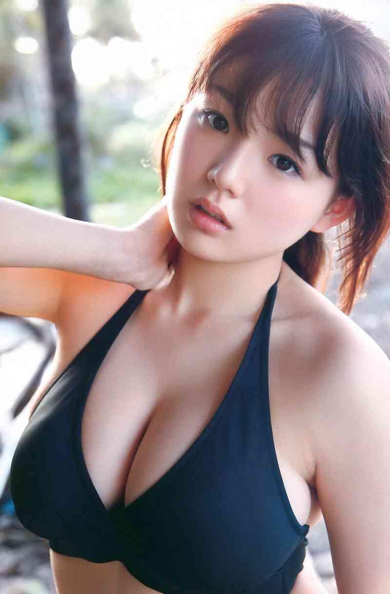 石田ニコル、Instagramで下着姿を公開 ←胸がおかしいぞ…?