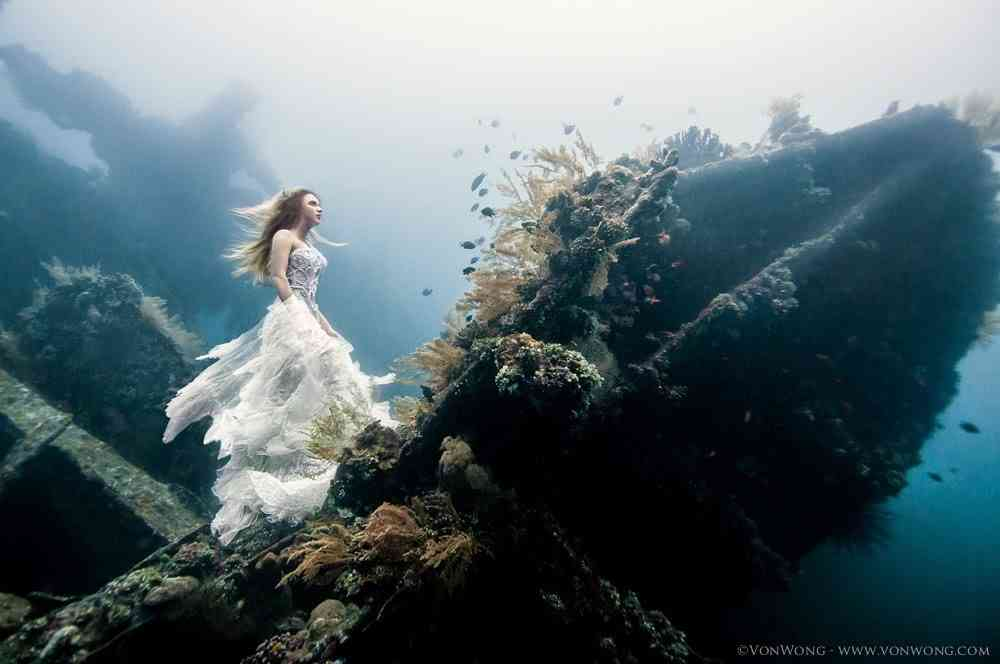 「天使?」「いやマーメイドだ…」海中にいる少女の写真が美しいと評判に