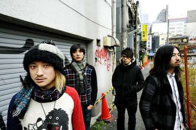 ロックバンド・アルカラが新宿でゲリラライブを行った結果…ww