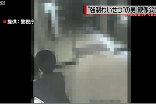 マンション内で女性に強制わいせつ 警視庁が男の映像公開