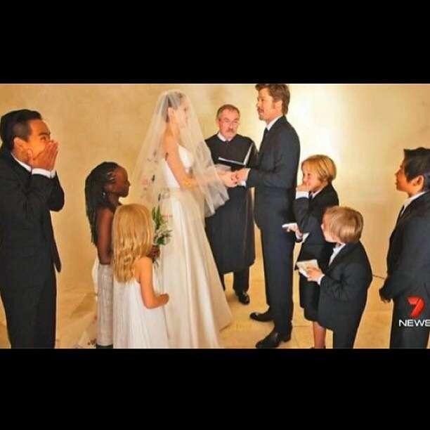 アンジェリーナ・ジョリーの花嫁衣装!ブラッド・ピットとの結婚式の写真が公開!