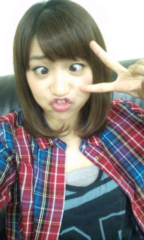 """秋元才加が大島優子に対抗して""""手ブラ写真""""。AKB48メンバーも「さすがっす…姉さん」"""