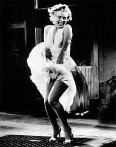 「セクシィ~」きゃりーぱみゅぱみゅのスカートが激しくめくれ上がった写真にフォロワー歓喜