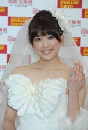 まさに女神! AKB48小嶋陽菜のウエディング姿