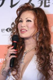 「消えた歌姫」小柳ゆき、初グラビアでセミヌード披露のナゼ