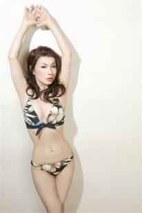 46歳美熟女歌手・北山みつき ビキニで悩殺イベント