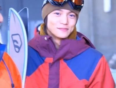 スキーウェア姿の窪田正孝